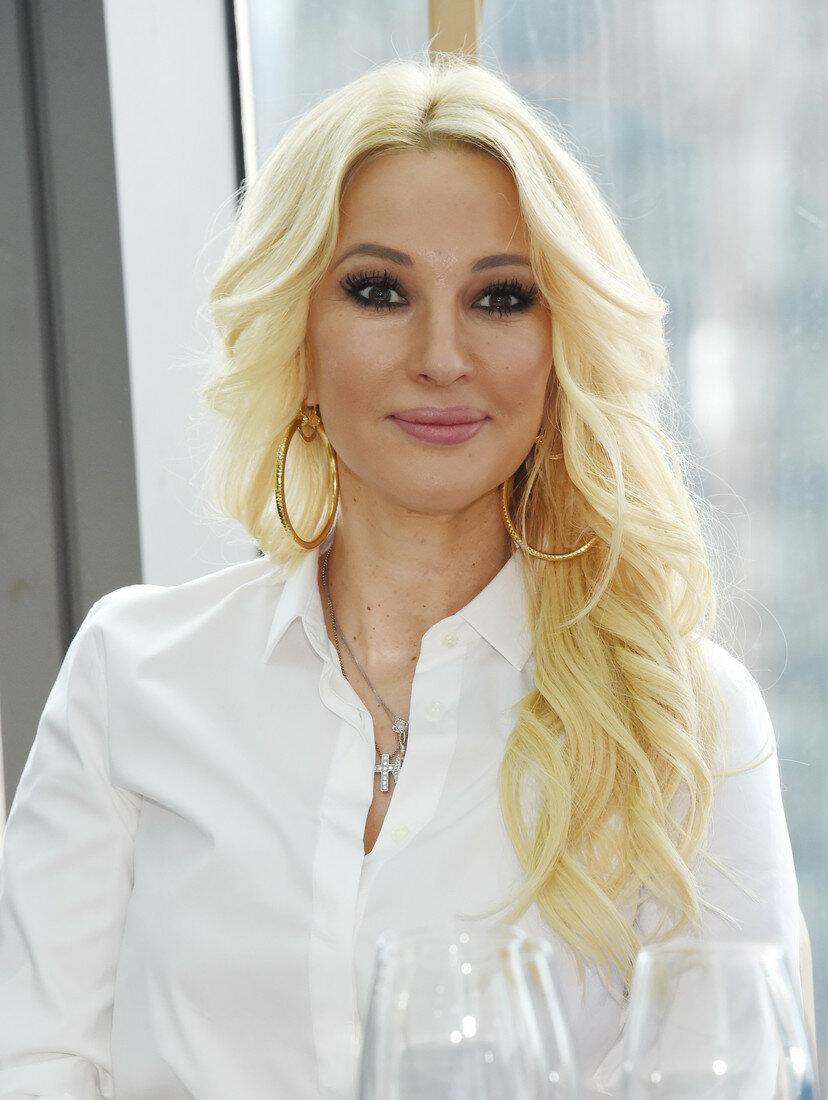 В 48 выглядит даже лучше, чем в 25: формула красоты телеведущей Леры Кудрявцевой