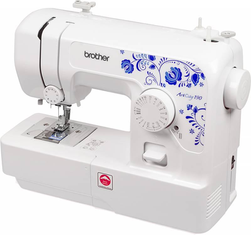 Чистим швейную машину или оверлок от пыли с помощью самодельной насадки для пылесоса 0