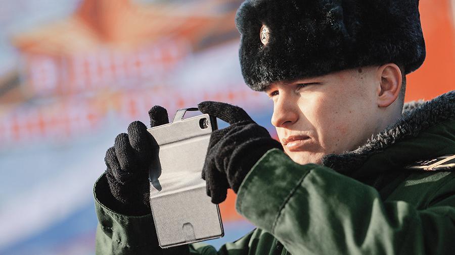 Солдат и офицеров научили безопасному общению в интернете