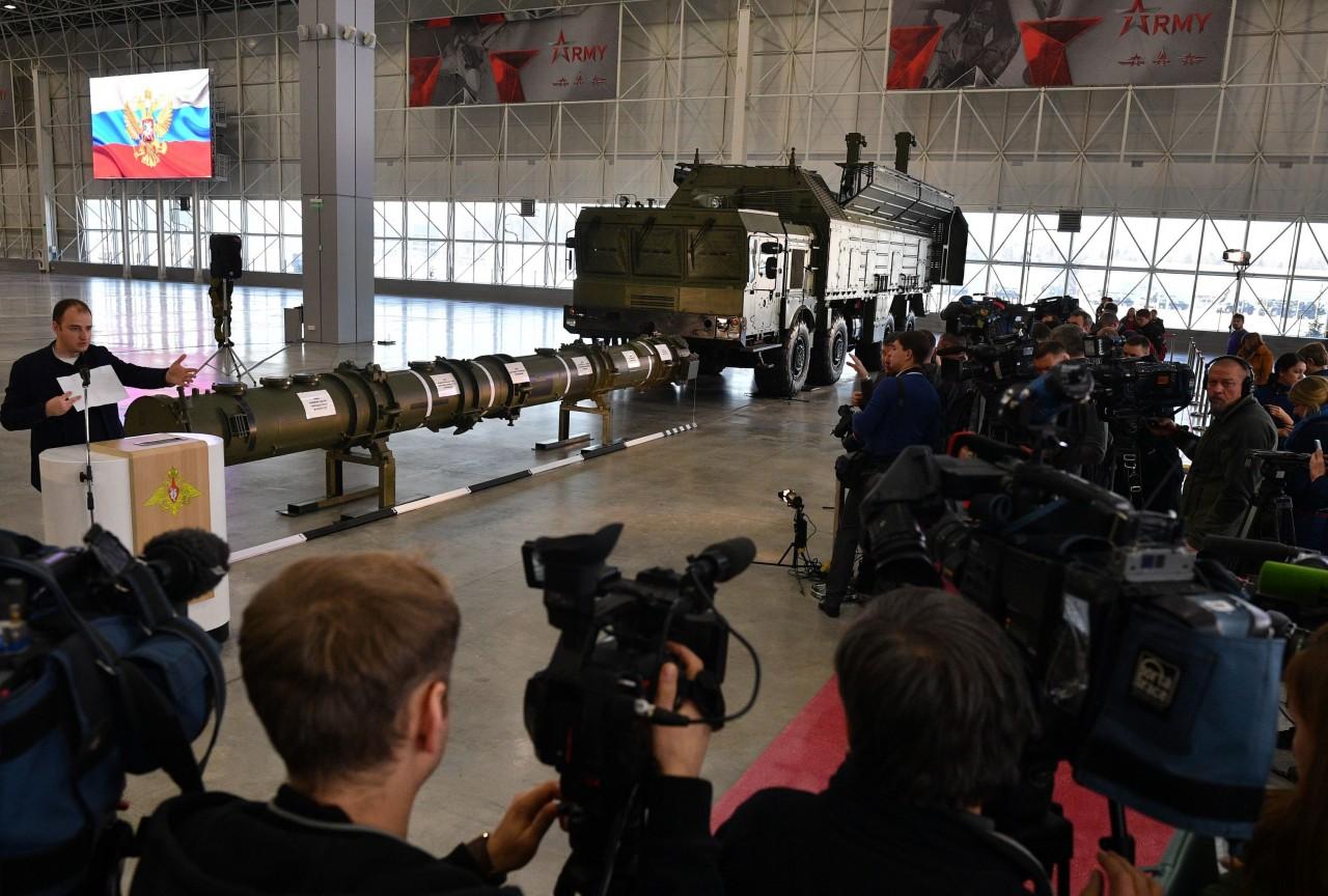 Демонстрация крылатой ракеты 9М729