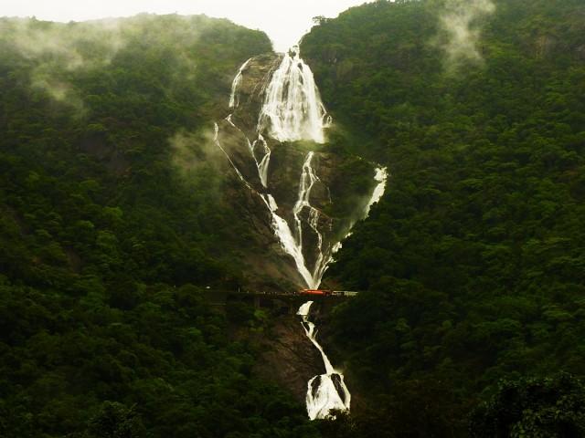 Водопад Дудхсагар, Индия ..