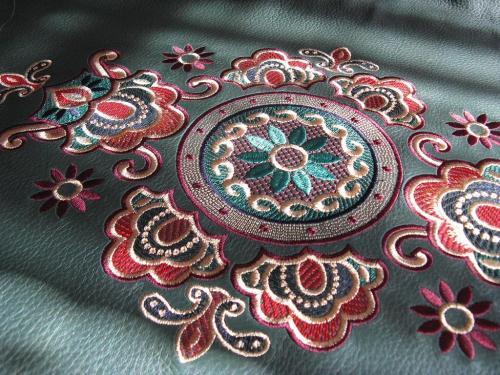 Изготовление логотипов, шевронов и вышивок по низким ценам: Йошкар-Олинская вышивальная фабрика