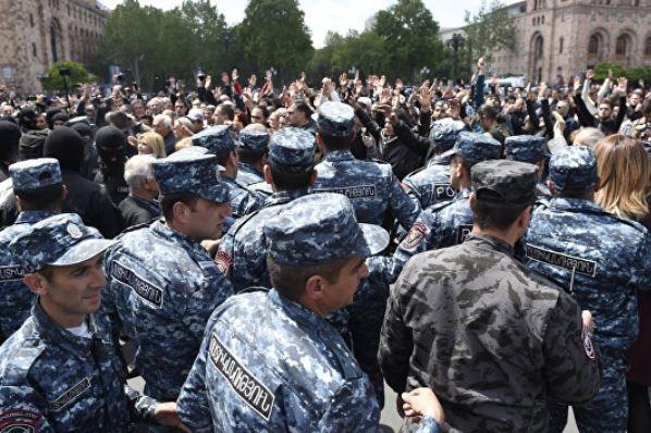 На митинге в центр Еревана п…