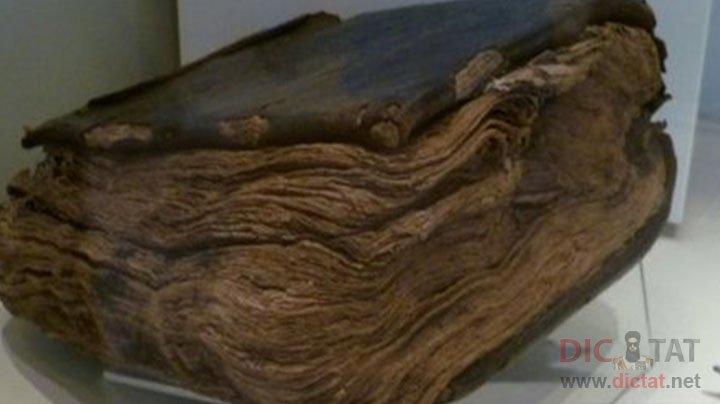 Библия, которой 1500 лет, утверждает, что ииусуса не распяли