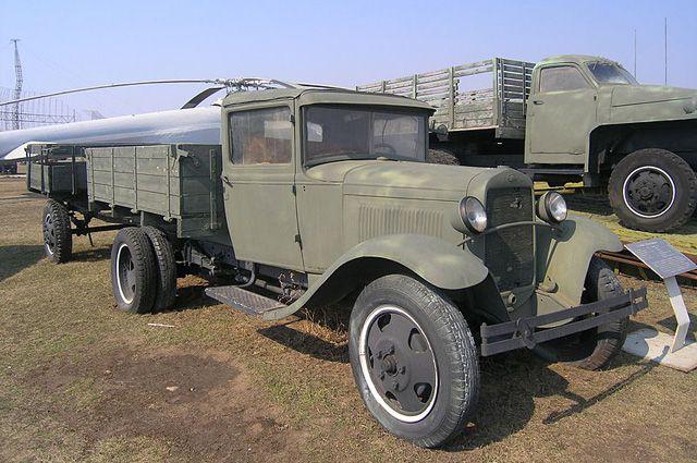 «Полуторка» — легендарный советский грузовик.