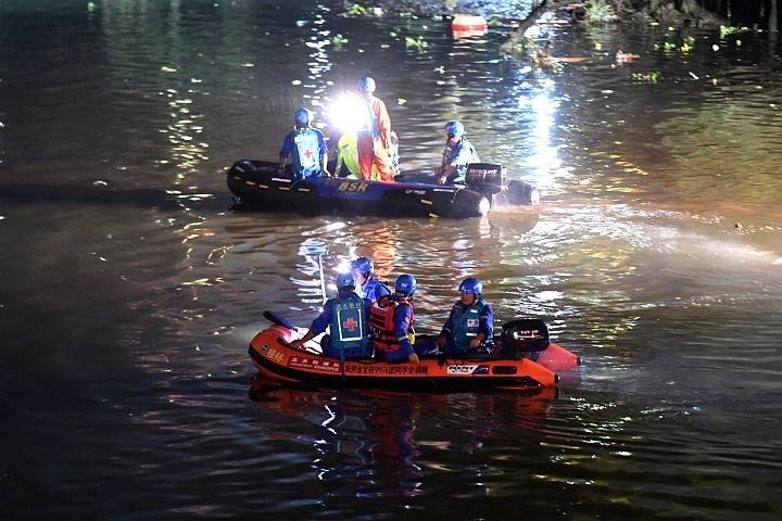 В Китае после столкновения «драконовых» лодок погибли 11 человек