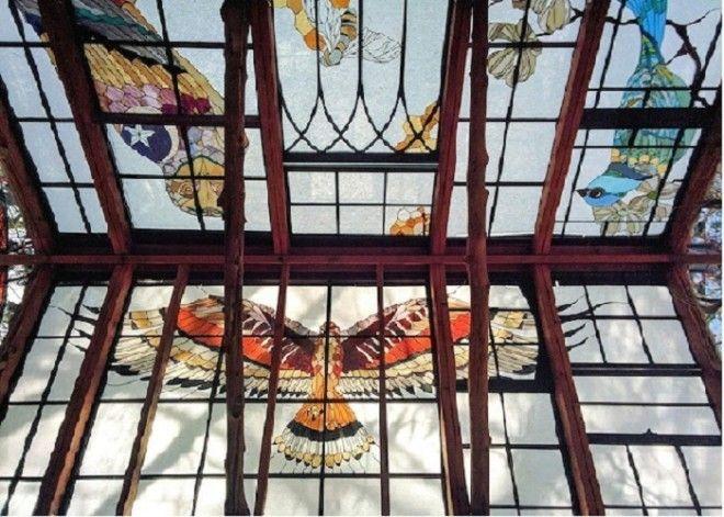 Конструкция крыши из старых оконных рам и стропил.¦ Фото: mymodernmet.com