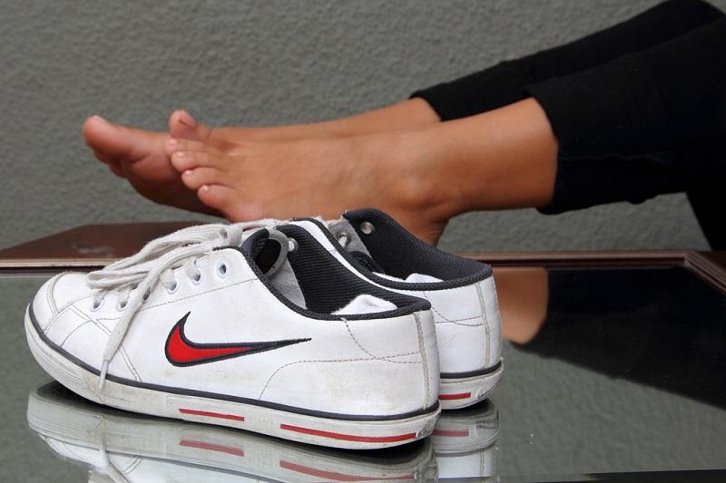 10 лучших способов убрать запах из обуви!