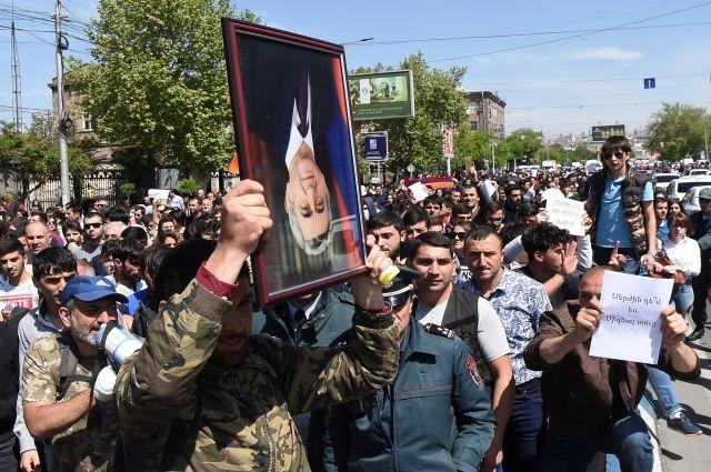 Полиция Еревана задержала 16…