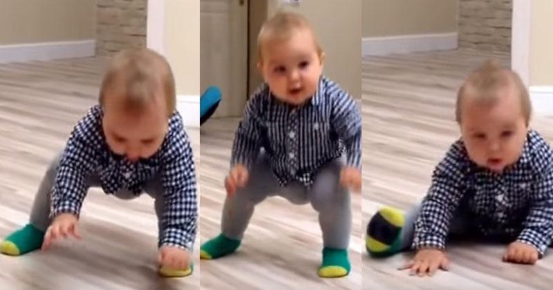 Малыш впервые становится на ножки. Более умилительного зрелища не найти!