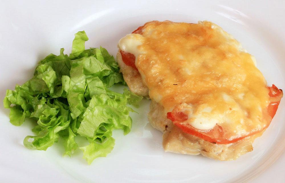 «Мясо по-французски» — диетический вариант с куриной грудкой