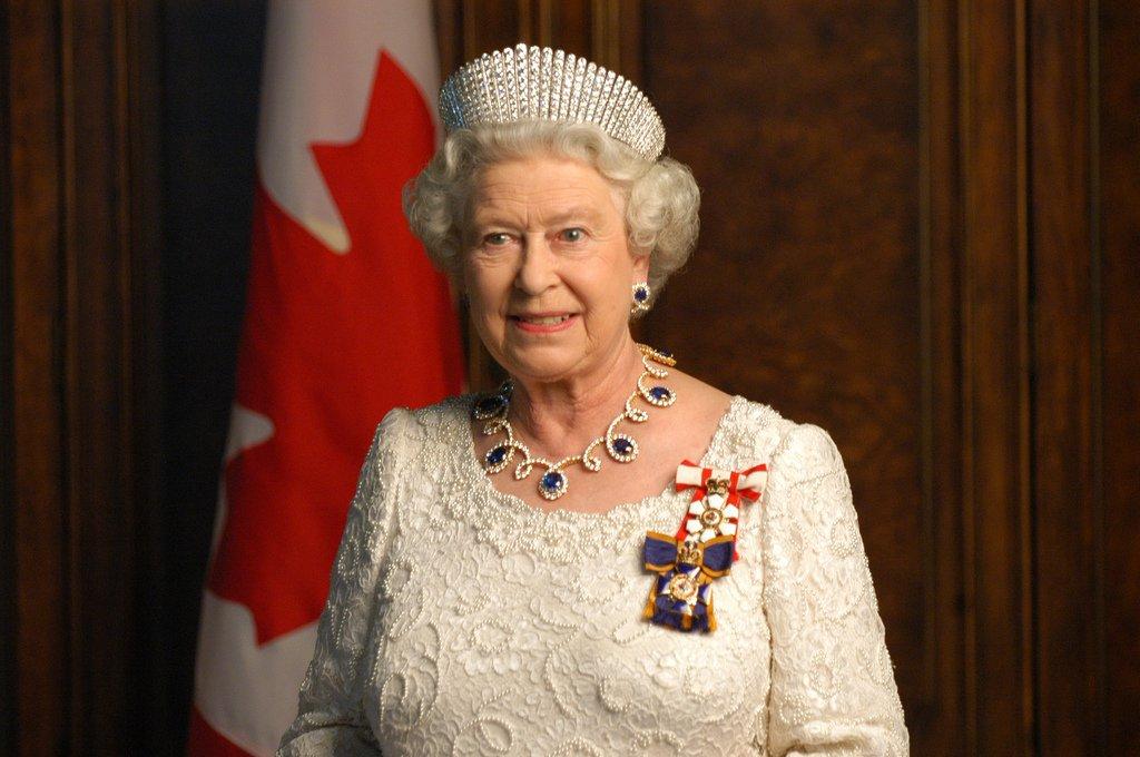 Поймали с поличным: королеву Великобритании уличили в нарушении закона