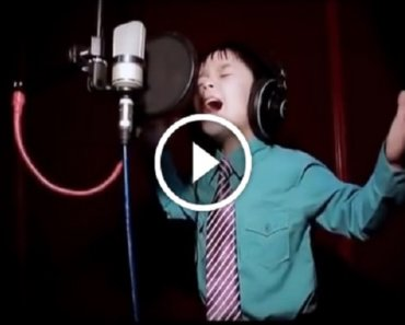 4-х летний мальчик смог перепеть Whitney Houston. Не могу поверить своим ушам!