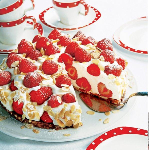 Кремовый торт с клубникой без выпекания.