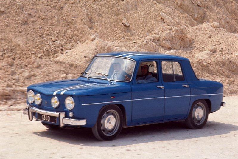 С 1962 года компания Renault приступила к производству еще двух заднемоторных седанов – модели 8 и более элитарной 10. заднемоторная компоновка, седан