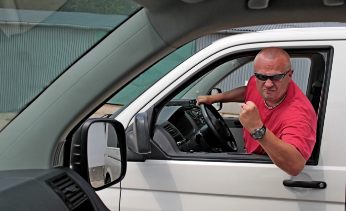 5 водительских привычек, которые могут угробить даже новый автомобиль
