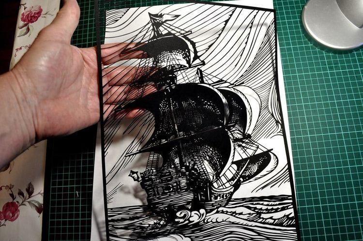 Псковский пенсионер вырезает из бумаги невероятные картины