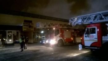 """В Москве пожар на рынке """"Садовод"""" тушили несколько часов 100 огнеборцев"""