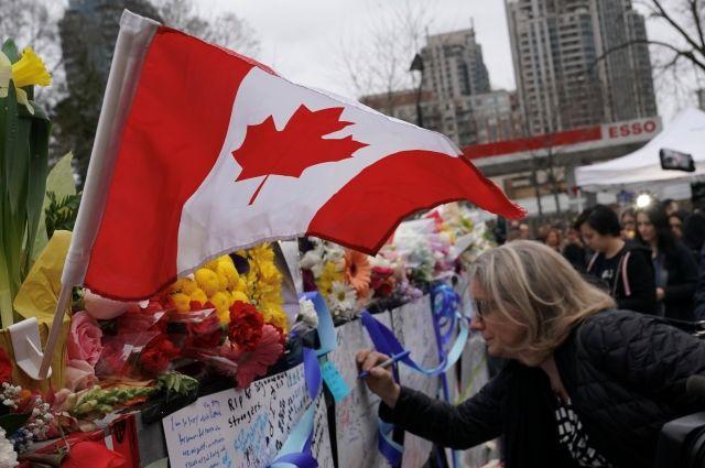 Наехавший на пешеходов в Торонто оставил зашифрованное сообщение в соцсети