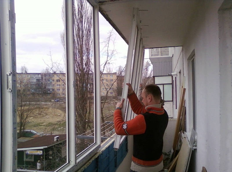 Вот почему люди массово снимают пластиковые окна.