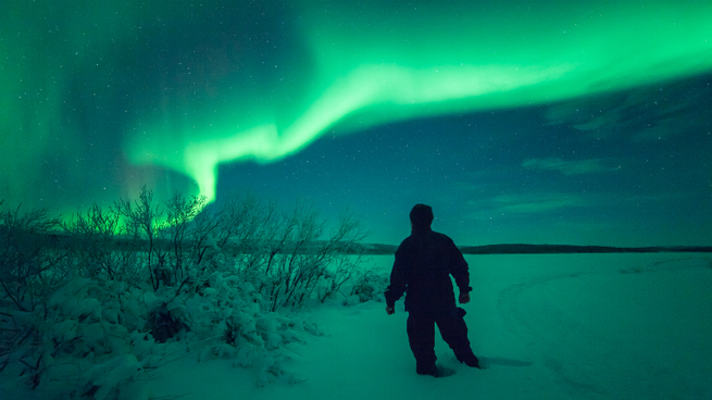 А где то в тайге... под полярным сиянием...