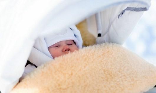 Младенец под дверью и записка от матери