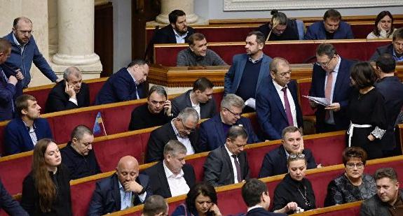 На заслуженный отдых: в Раде призвали объявить войну РФ и ушли праздновать