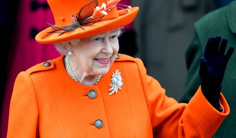 Зачем британской королеве кусок Киева на полвека?