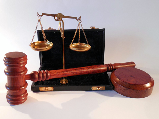 Суд наказал обманувшего его депутата