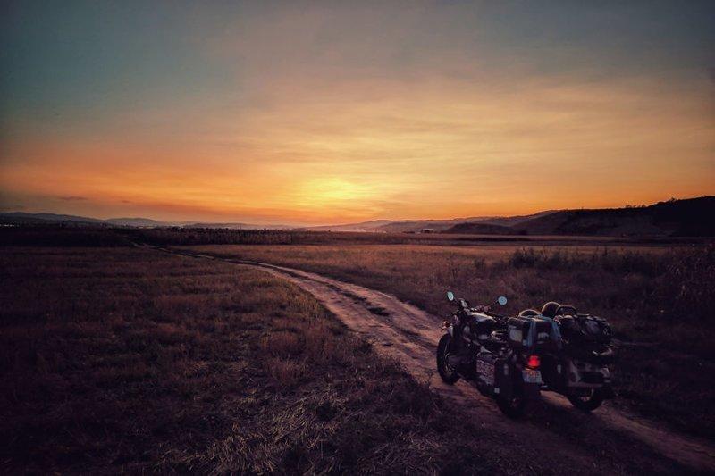 И последняя фотография - перед отъездом домой, в Румынию монголия, мотоцикл, мотоцикл с коляской, мотоцикл урал, путешественники, путешествие, средняя азия, туризм