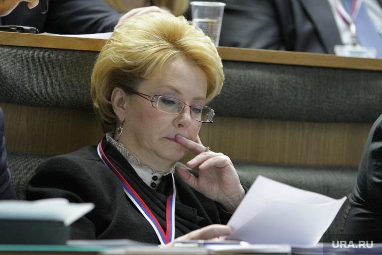 Скворцова назвала «полным безобразием» высокие зарплаты главврачей