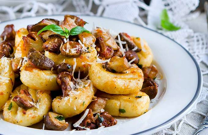 Картофельные ньокки с грибным соусом