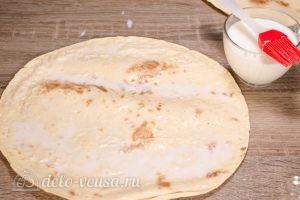 Ачма из лаваша: Смазать лаваш молоком