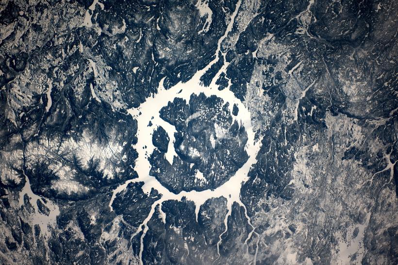 Необычное озеро Канады, образовавшееся в результате удара метеорита