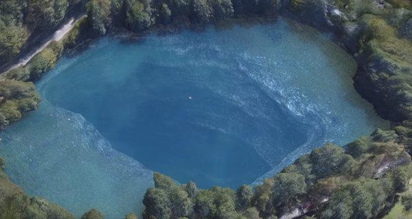 Пугающее озеро России, у которого нет дна