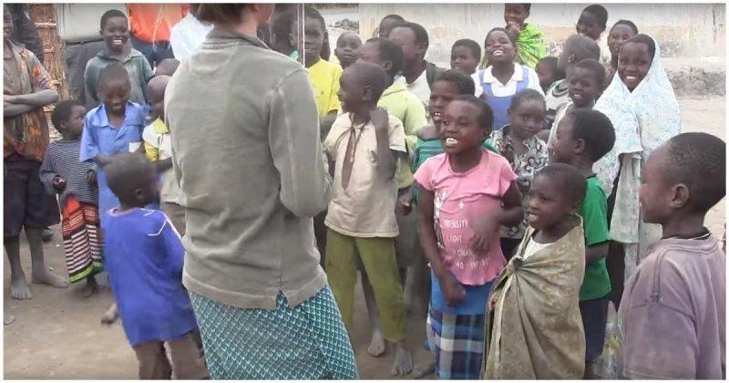 Африканские дети первый раз в жизни слышат скрипку