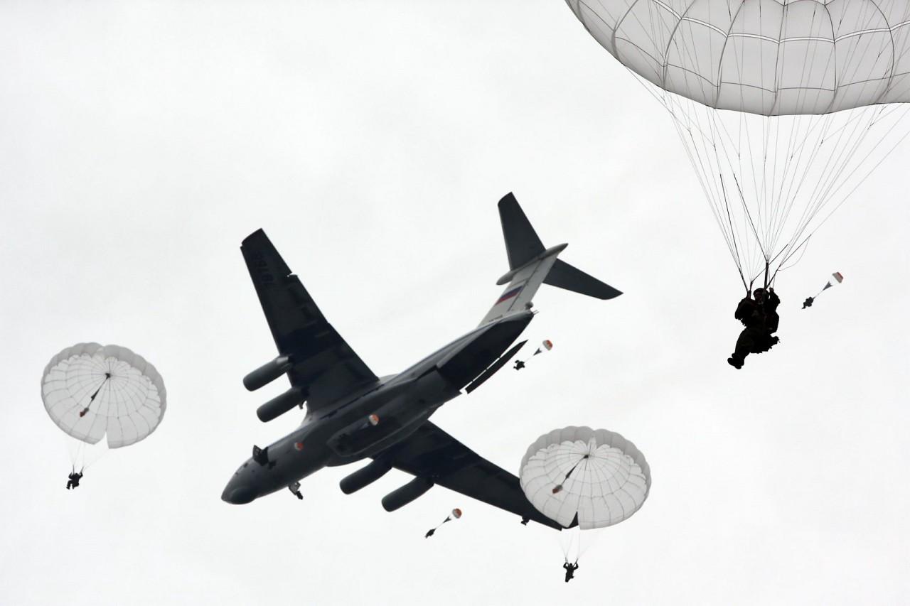 Секретное оружие России для вторжения в Прибалтику и победы над войсками НАТО: солдаты, падающие с неба (The National Interest, США)