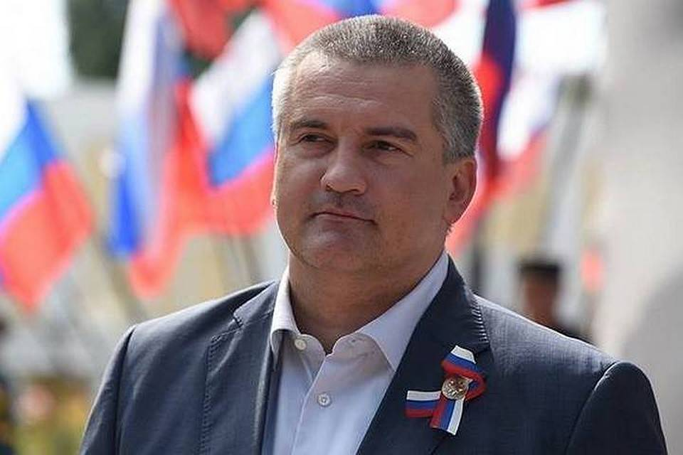 Аксенов поздравил крымчан с Днем Республики