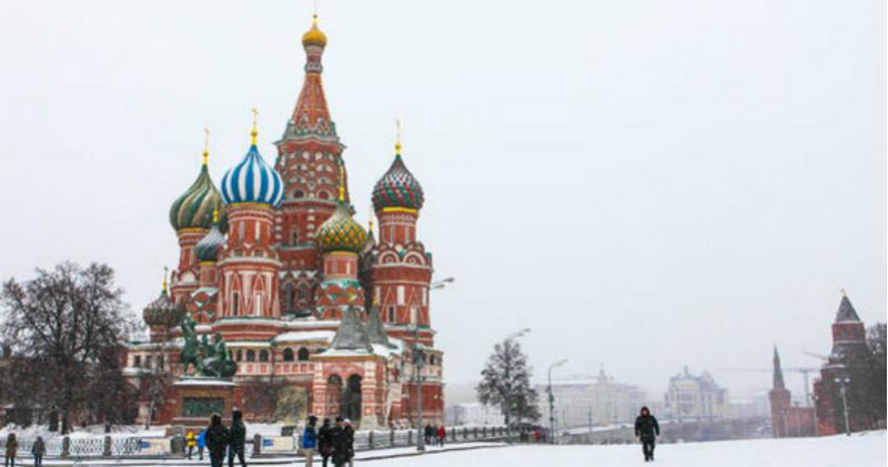 Мойте машину и не торгуйте нижним бельем с кружевами: британский МИД предупредил туристов о законах в России