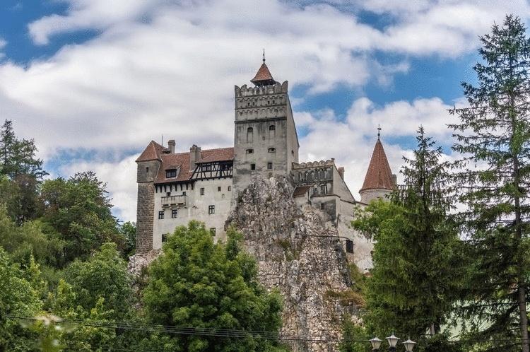 Замок Бран: легендарная крепость Дракулы, настоящая история которой вас удивит