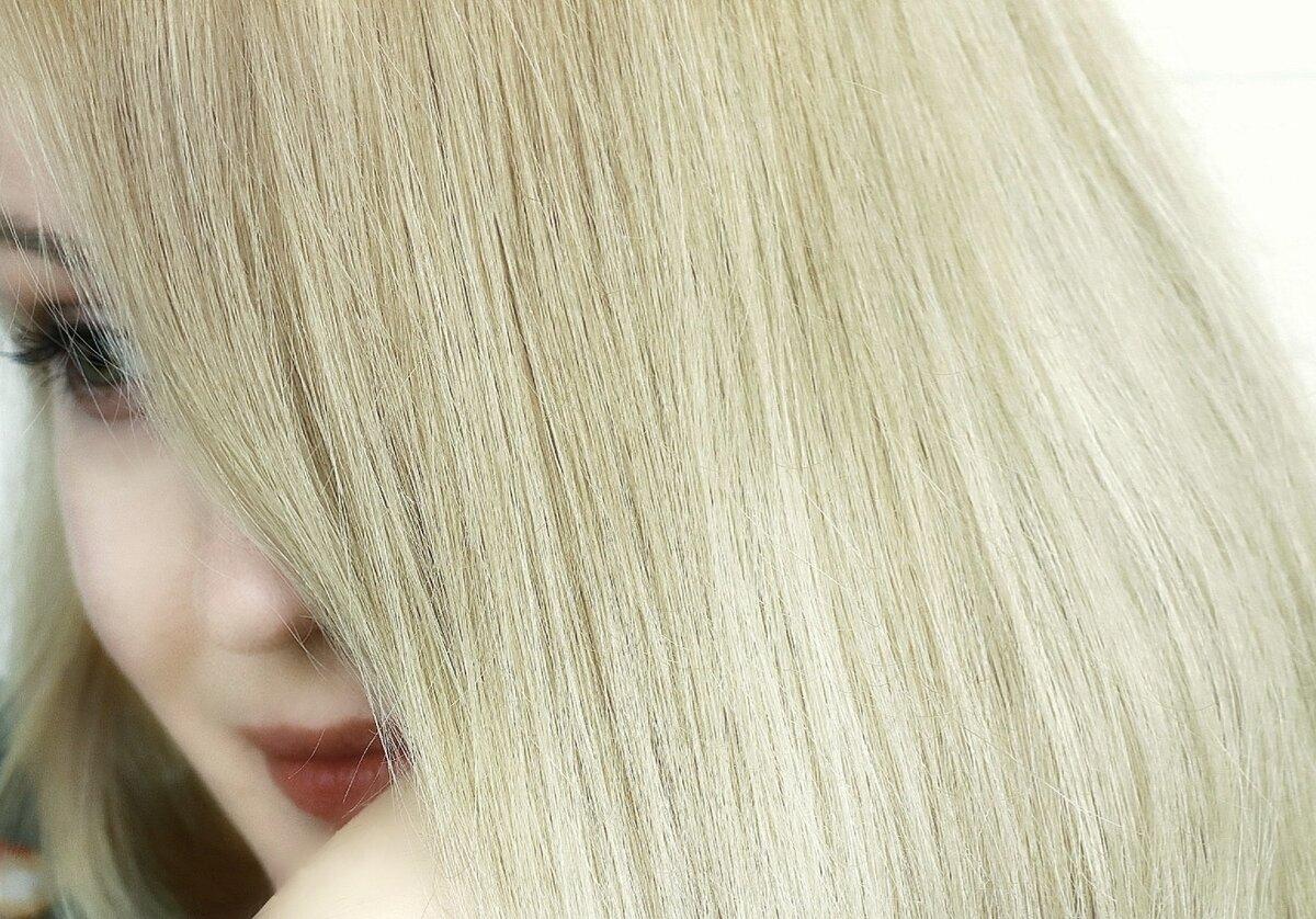 Волосы и по длине выглядят более объемными, не скапываются в сосульки