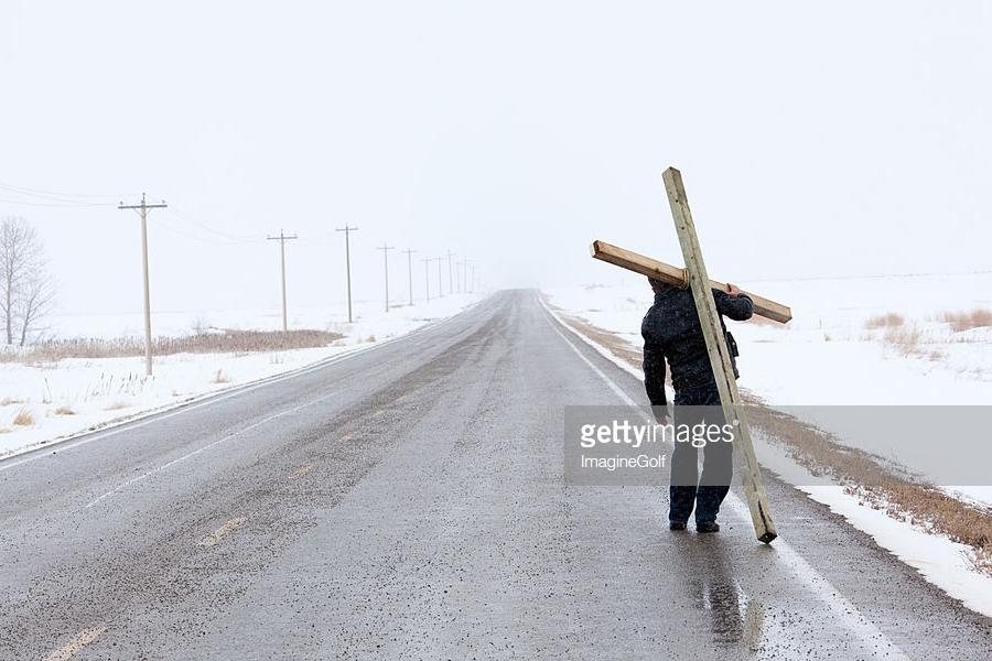 О смертельном кресте, на котором сейчас распинают Россию