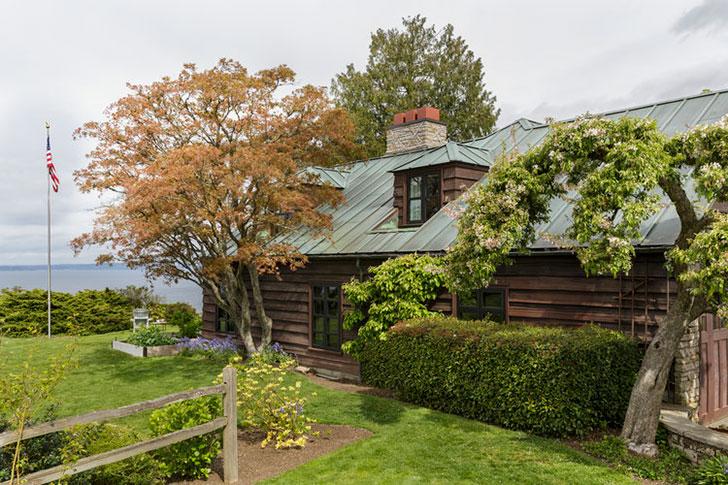 Внешность обманчива: стильный интерьер в старом деревянном доме в США