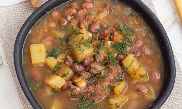 Очень аппетитный суп из красной фасоли с мясом