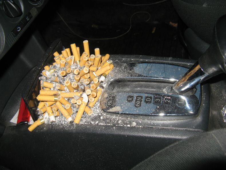 Всё о курении в машине и борьбе с последствиями