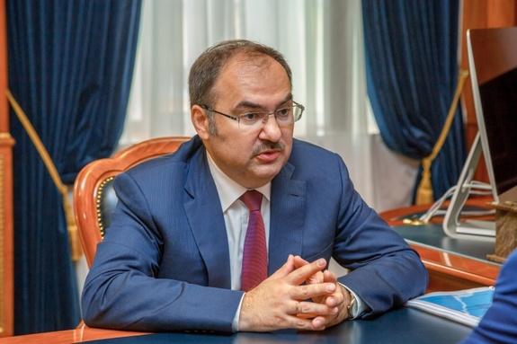 Родным главы Пенсионного фонда России пенсия не нужна, они сказочно богаты