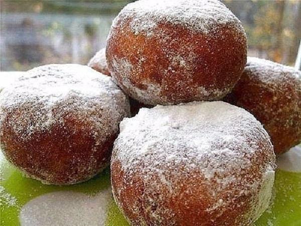 Нежные, вкусные и очень быстрые пончики со сгущенкой — тают во рту
