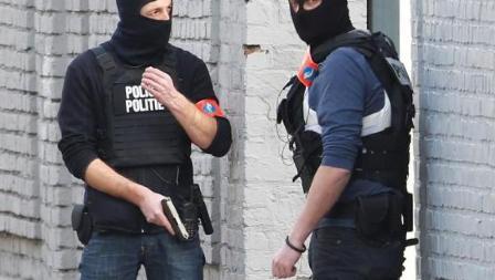 Во французских ведомствах безопасности работала сотня исламских радикалов