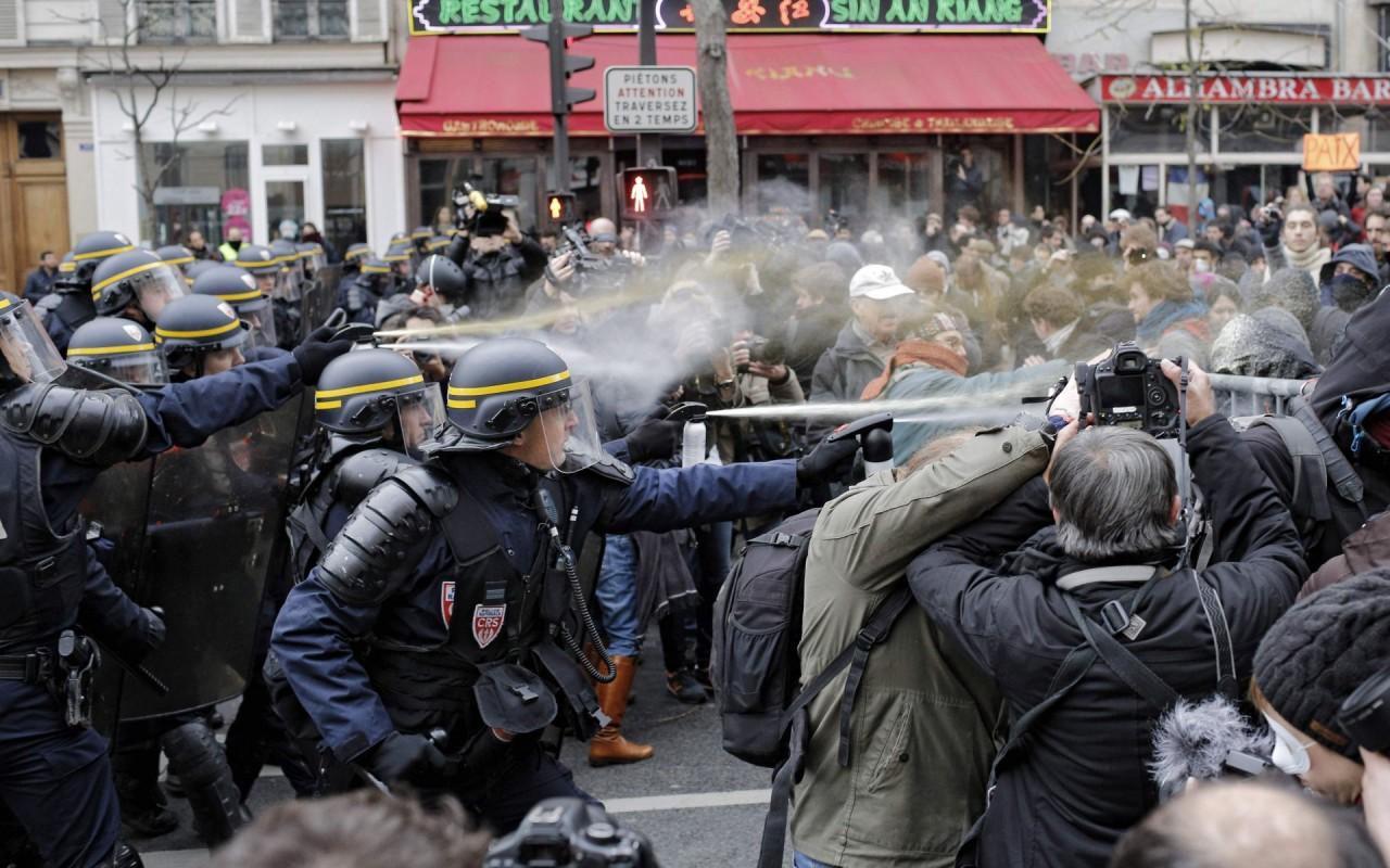 Против чего протестуют французы