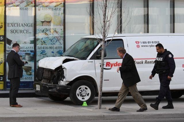 При наезде фургона на людей в Торонто пострадала 90-летняя россиянка